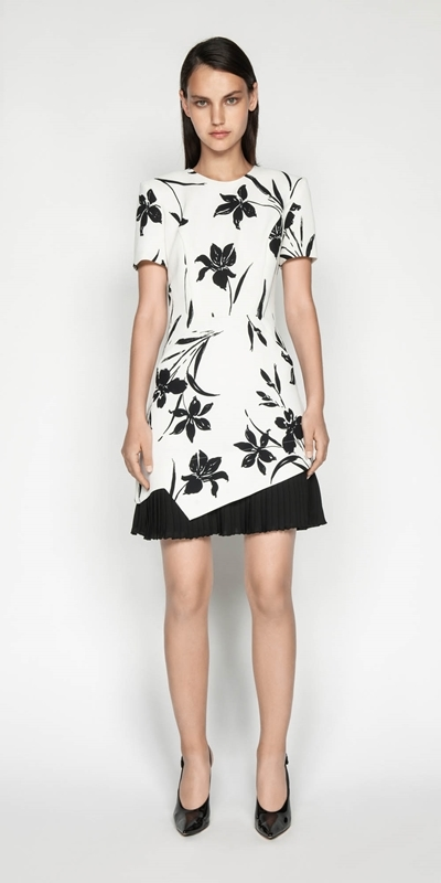Outlet | Monochrome Floral Pleated Dress