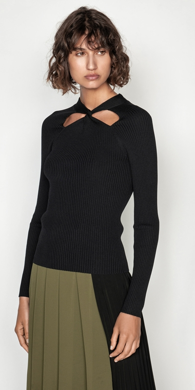 Tops  | Twist Front Knit